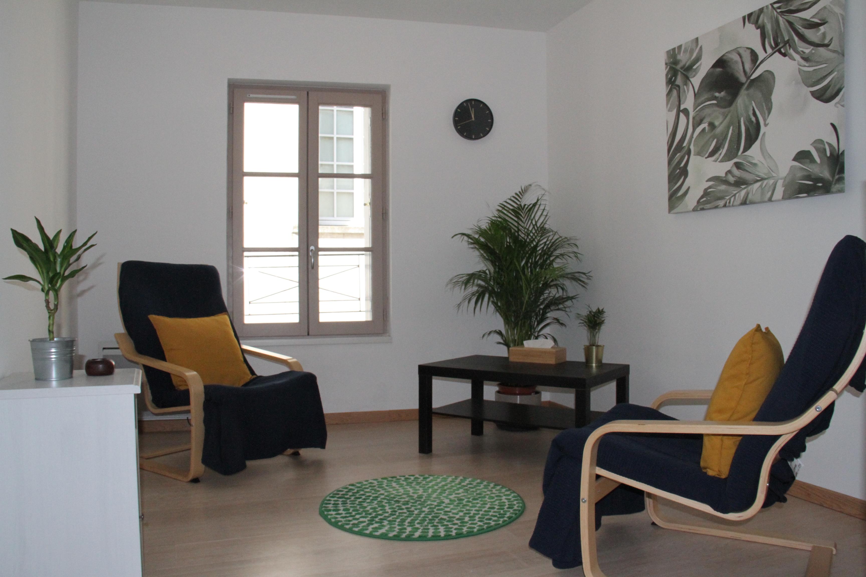 cabinet de psychothérapie de Emeric Biver, psychopraticien certifié, à Sainte-Maure de Touraine, 37. Parking facile à proximité. Attention, il y a un escalier.